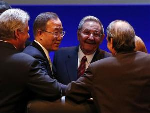 Ban Ki-moon and Raul Castro share a moment with attendees of the CELAC summit in Havana