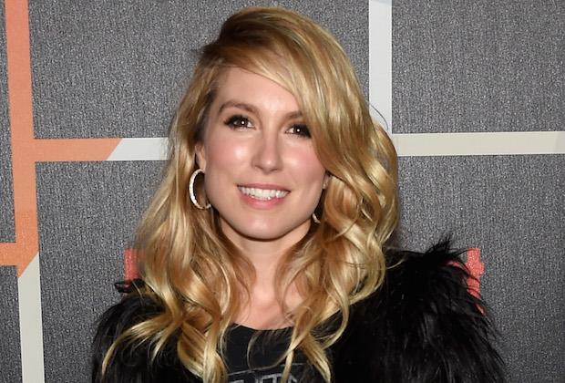 Hawaii Five-0 Casts Sarah Carter as Steve's GF — What About Catherine?