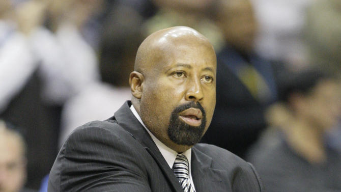 New York Knicks coach Mike Woodson watches dirung the second half of an NBA basketball game against the Memphis Grizzlies in Memphis, Tenn., Friday, Nov. 16, 2012. The Grizzlies defeated the Knicks 105-95. (AP Photo/Danny Johnston)