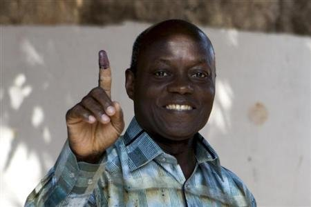 Guinea-Bissau run-off vote pits ex-finance minister Vaz against Nabiam
