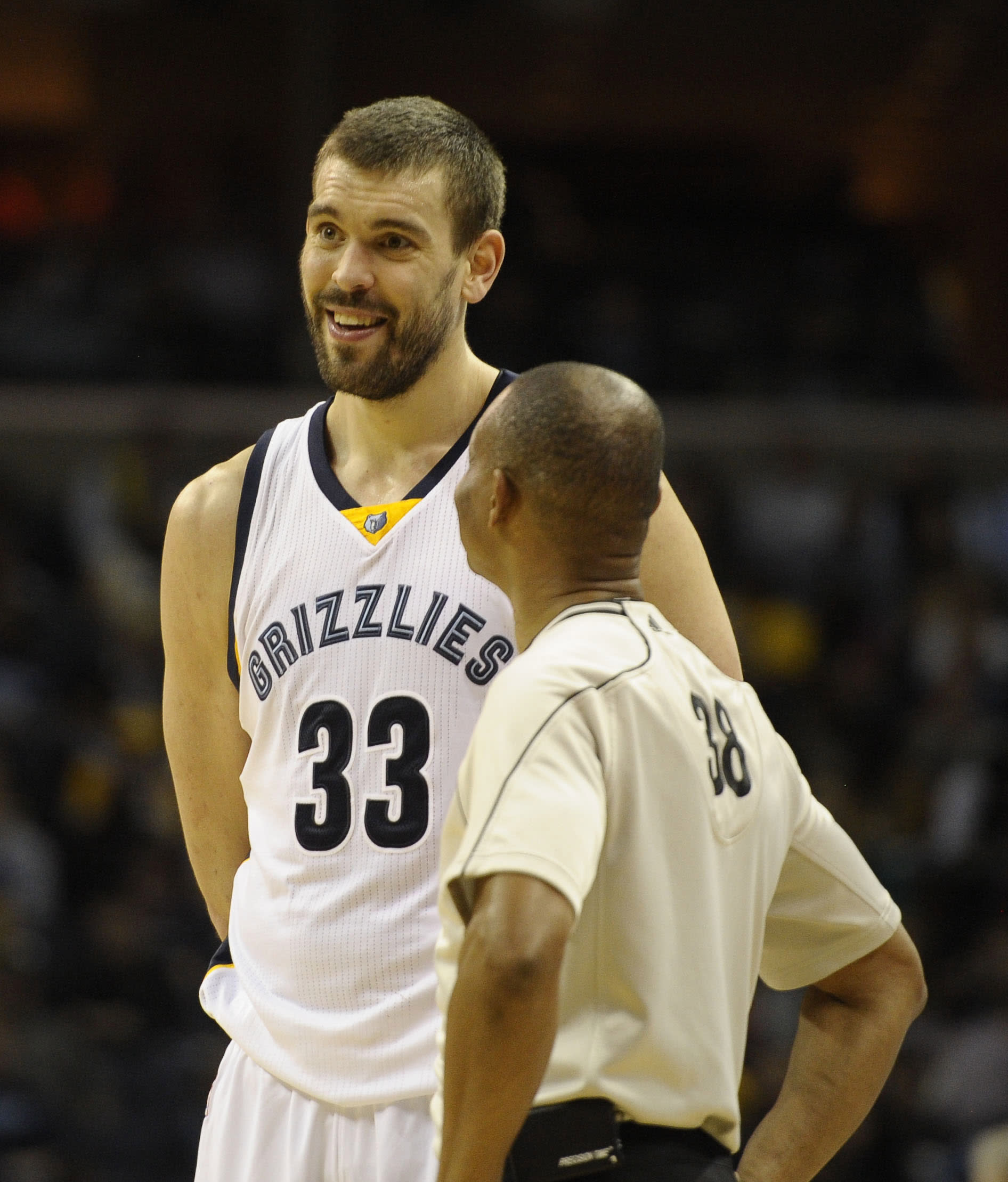 Grizzlies' Marc Gasol tries soccer-style header after getting fouled