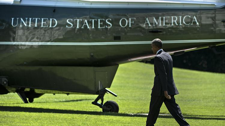 US President Barack Obama walks to Marine One on the South Lawn of the White Houseon August 29, 2014 in Washington, DC