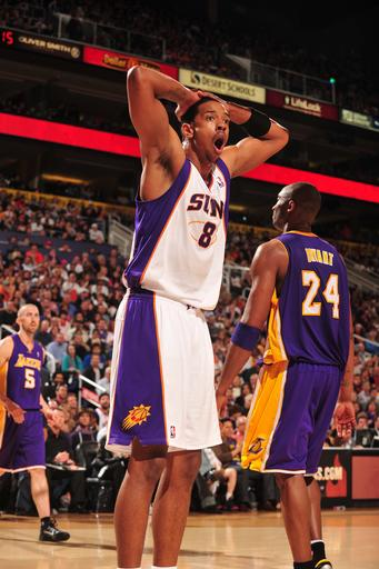 Dudley, Suns hold off Kobe and Lakers 102-90