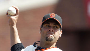 Vogelsong helps Giants beat Pirates 4-0
