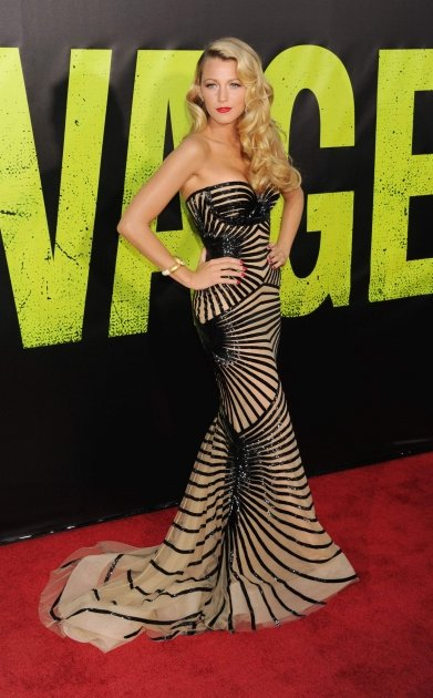 A stunning Blake Lively poses at the &amp;#39;Savages&amp;#39; premiere in LA on June 25, 2012 -- Getty Images
