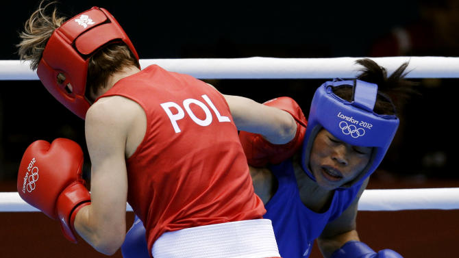 Poland's Karolina Michalczuk, left, and fights India's Chungneijang Mery Kom Hmangte, fight during the women's flyweight boxing competition at the 2012 Summer Olympics, Sunday, Aug. 5, 2012, in London. (AP Photo/Patrick Semansky)