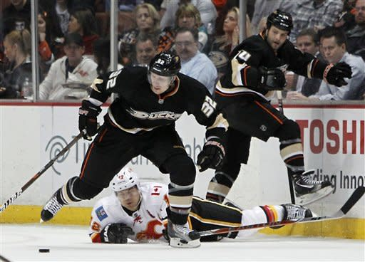 Ducks beat Flames 3-2 in 8th round of shootout