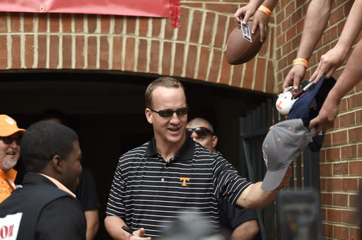 Sutton's defensive TD helps Orange win Vols' spring game