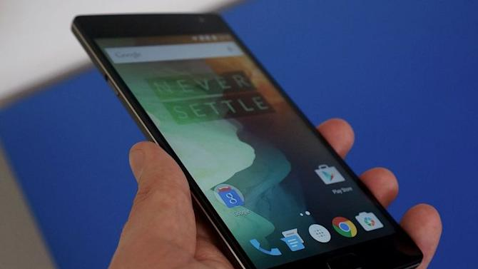 OnePlus promises a second new smartphone before Christmas