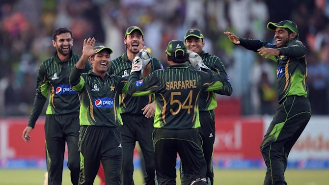 Pakistani cricketers celebrate after the dismissal of Zimbabwe's Chamu Chibhabha for 99 runs, during their second ODI match, at the Gaddafi Cricket Stadium in Lahore, on May 29, 2015