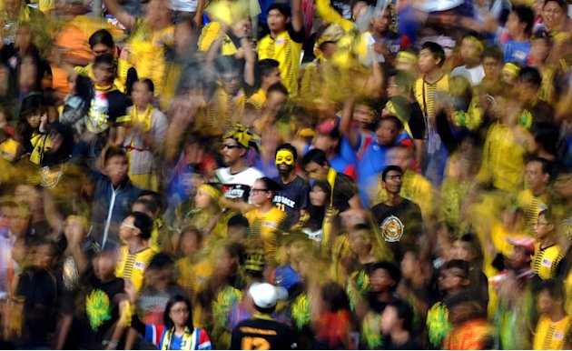 Malaysian fans cheer prior to the 2014 World Cup Asian qualifying football match between Singapore and Malaysia at the Bukit Jalil Stadium in Kuala Lumpur on July 28, 2011.     AFP PHOTO / Saeed Khan