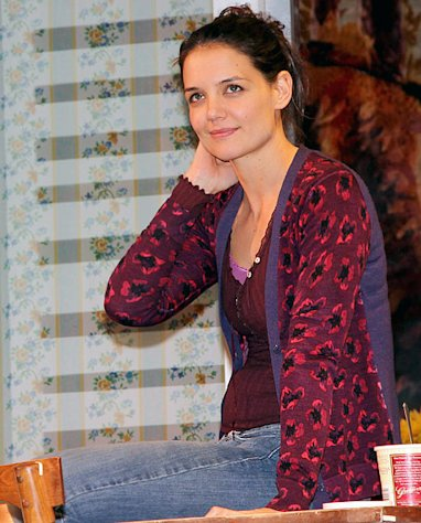 Katie Holmes&#39; Broadway Play Dead Accounts Closing 7 Weeks Early