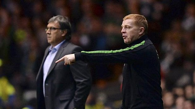 Celtic's manager Neil Lennon (R) gestures as his Barcelona counterpart Gerardo Martino looks on during their Champions League soccer match at Celtic Park in Glasgow, October 1, 2013 (Reuters)