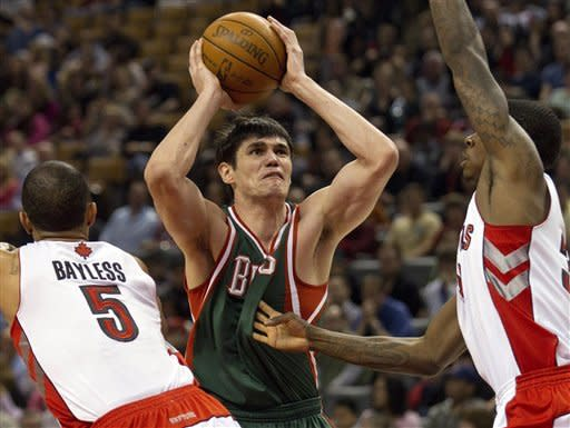 Ilyasova scores 31 points as Bucks beat Raptors