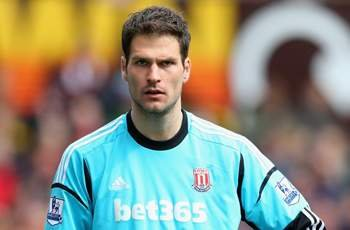 Stoke goalkeeper Begovic hopes to sign for Liverpool