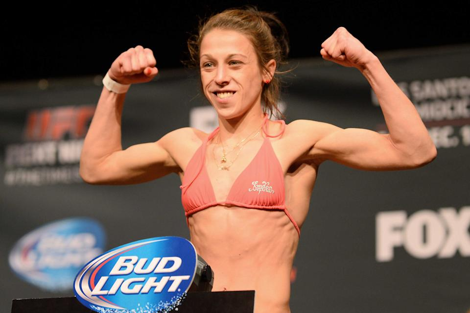 Will 'fastest hands in MMA' help Joanna Jedrzejczyk win UFC gold? 20141212_jla_aa9_048
