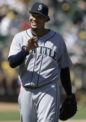 Seager, Hart homer to rally Mariners past A's, 2-1
