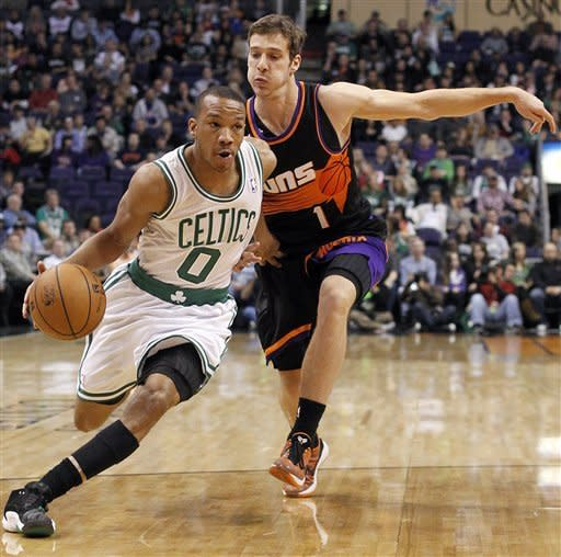 Green scores 31 points as Celtics rout Suns 113-88