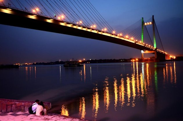 The Vidyasagar Setu links Kolkata with its twin city Howrah.