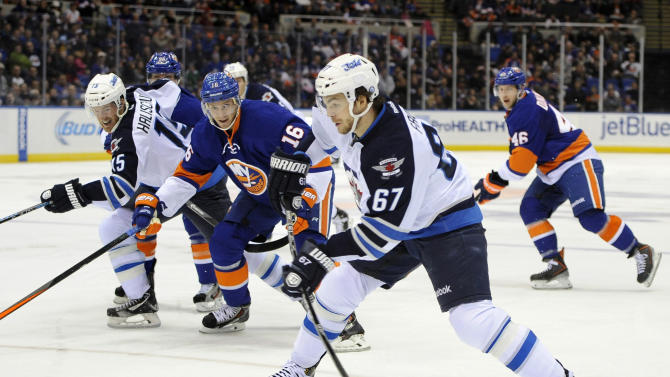 Jets hold off Islanders 3-2