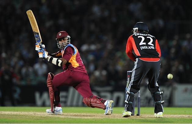 Marlon Samuels starred with bat and ball in the Super Over