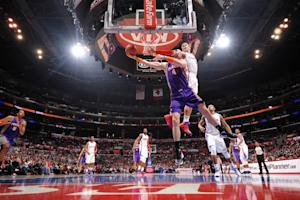 Griffin's strong finish lifts Clippers over Suns