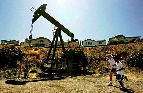 Los Angeles's Urban Oil Wells Are Terrifyingly Under-Monitored