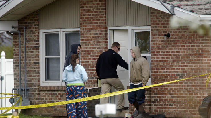 2 Boys, 3 Adults Shot to Death in Illinois Town