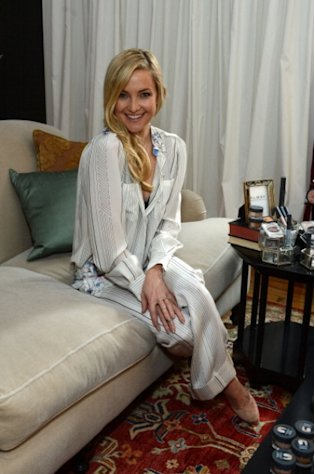An all-smiles Kate Hudson poses during an Almay makeup Launch event at The NoMad Hotel on December 3, 2012 in New York City -- Getty Images
