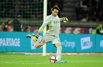 'Moura will be an important player for PSG' - Sirigu