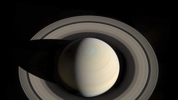 Spectacular Photo of Saturn's Rings Created by Amateur Astronomer