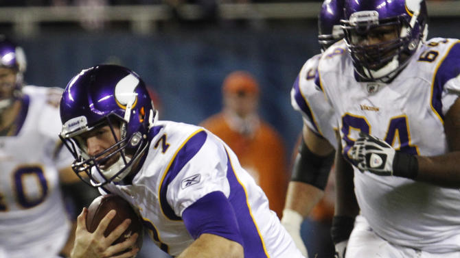 Chicago Bears linebacker Brian Urlacher (54) attempts to sack Minnesota Vikings quarterback Christian Ponder (7) in the second half of an NFL football game in Chicago, Sunday, Oct. 16, 2011. Ponder managed to get out of Urlacher's grasp. (AP Photo/Charles Rex Arbogast)