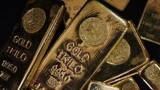 Gold miners tumble on JSE as price of metal dives