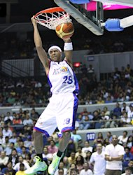Arwind Santos slams it home. (PBA Images)