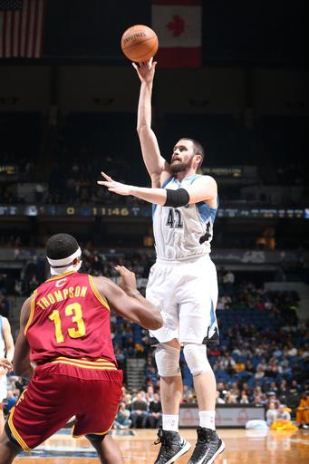 Love's 36 and 13 lift Wolves over Cavs, 91-73