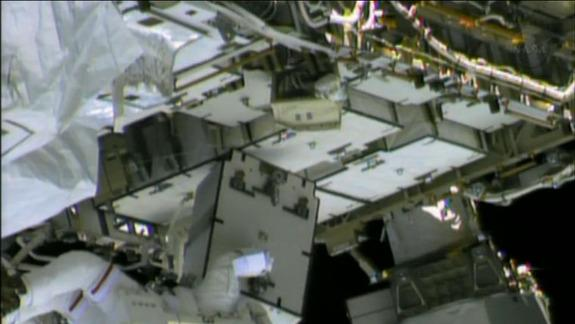 Spacewalking Astronauts Hunt for Space Station Ammonia Leak