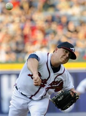 Jones homers twice, Braves win 6-0 behind Medlen