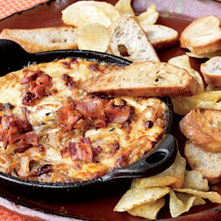 Hot Caramelized Onion Dip with Bacon and Gruy&#xE8;re