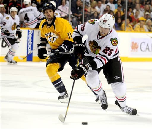Blackhawks down Predators 5-4, clinch playoff slot