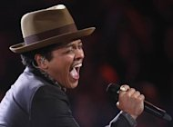 Singer Bruno Mars performs during the Victoria's Secret Fashion Show in New York November 7, 2012. REUTERS/Carlo Allegri