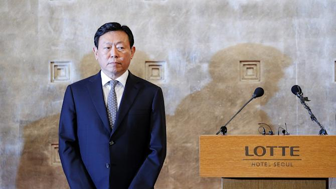 Lotte Group chairman Shin Dong-bin attends a news conference in Seoul