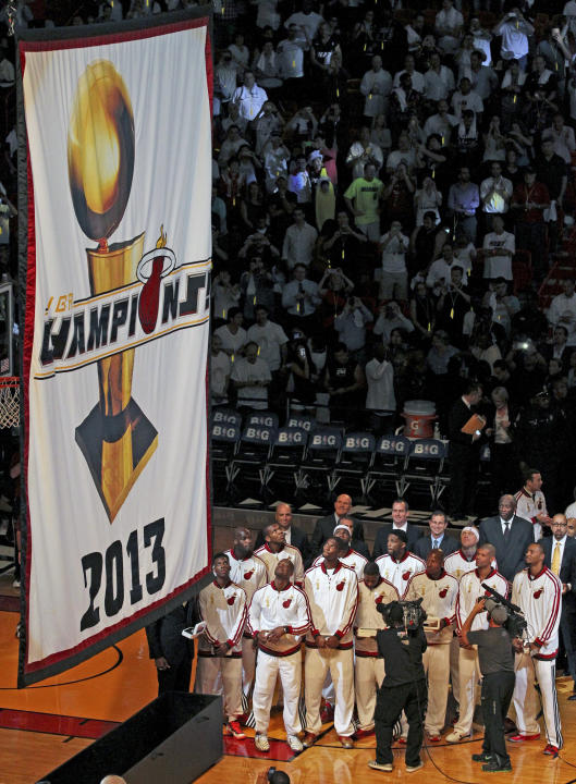 Rings, gifts and a win for Heat over Bulls, 107-95