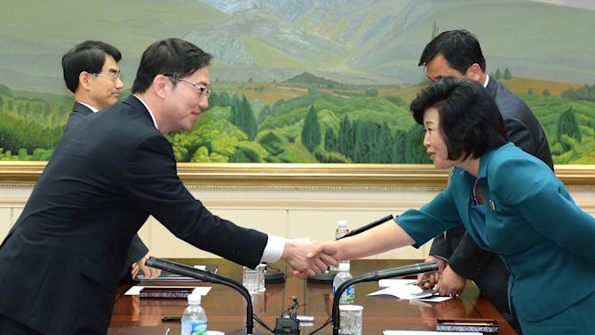 In this photo released by the South Korean Unification Ministry, South Korea's Unification Policy Officer Chun Hae-sung, left, shakes hands with the head of North Korea's delegation Kim Song Hye, right, after ending their meeting at the southern side of Panmunjom, which has separated the two Koreas since the Korean War, in Paju, South Korea, Monday, June 10, 2013. The rival Koreas will hold senior-level talks this week in Seoul, South Korea said Monday, a breakthrough of sorts after Pyongyang's recent threats of nuclear war and Seoul's vows of counterstrikes.(AP Photo/South Korean Unification Ministry)