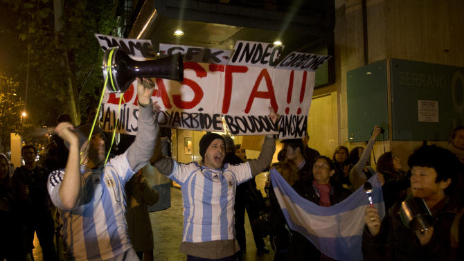 Argentines protest against the Argentine government outside the consulate of Argentina in Madrid, Thursday Nov. 8, 2012. Massive anti-government protests are expected in Buenos Aires Thursday night and organizers claim they've also organized protests outside Argentine embassies and consulates in Latin America, the U.S., Europe, Australia and Japan. Banner reads ' Enough' (AP Photo/Paul White)