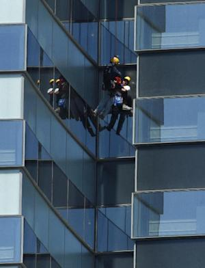 A Las Vegas Fire Department high-angle rescue worker lowers down one of four window washers who were stranded outside the 35th floor of the Vdara Hotel at CityCenter in Las Vegas, Wednesday, July 25, 2012. Clark County spokeswoman Stacey Welling said firefighters were summoned about noon after the men reported that their work platform appeared to be slipping. No injuries were reported. (AP Photo/Las Vegas Review-Journal, John Locher) LOCAL TV OUT; LOCAL INTERNET OUT; LAS VEGAS SUN OUT