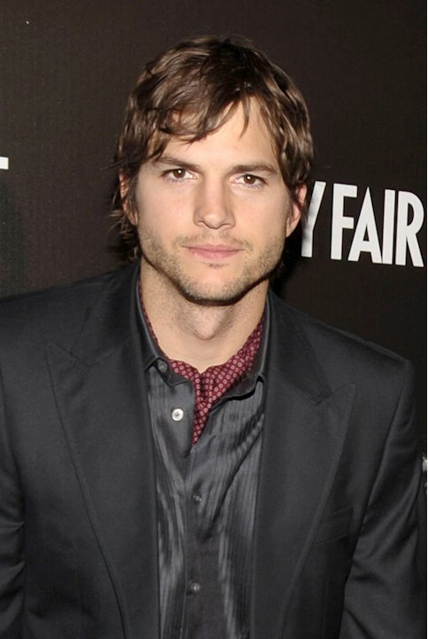 Ashton Kutcher arrives at the Bally and Vanity Fair Hollywood Domino Game Night benefiting The Art of Elysium held at Andaz on February 20, 2009 in West Hollywood, California. 