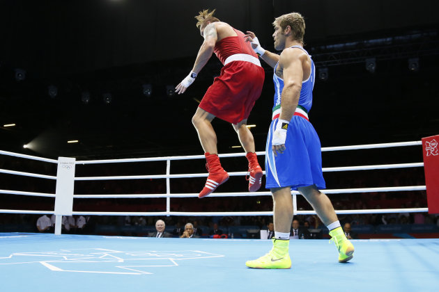 Oleksandr Usyk of the Ukraine (in red) c
