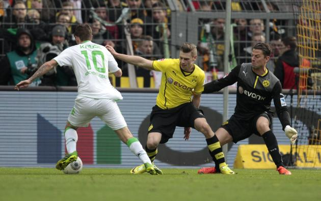Borussia Moenchengladbach's Kruse scores a goal against Borussia Dortmund during the German first division Bundesliga soccer match in Dortmund