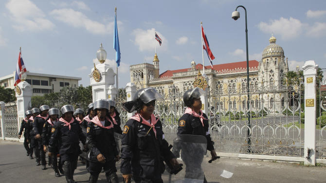 Thai policemen patrol outside Government House in Bangkok, Friday, Nov. 23, 2012. Anti-government protesters are expected to show up in Bangkok on Saturday to demand an overthrow of the current government under the rule of Prime Minister Yingluck Shinawatra.(AP Photo/Sakchai Lalit)