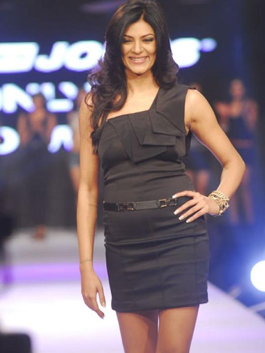 Images via : iDiva.comThis dress worn by Sushmita Sen is perfect for the party season. Make sure you have toned legs if you're planning to buy something like this.Related Articles - Vote: Shilpa Shett